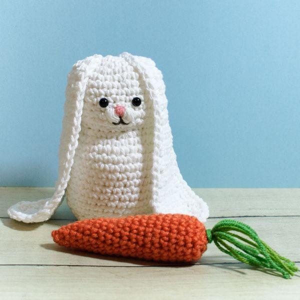 Bunny and Carrot Crochet Patterns | www.petalstopicots.com | #crochet #fiber