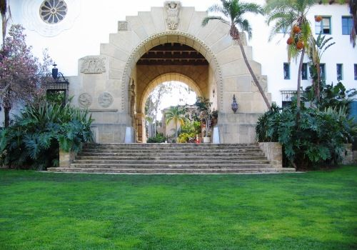 Great image of the Santa Barbara Courthouse Sunken Gardens area. I wish you could see the detail on the lanterns-- so lovely.