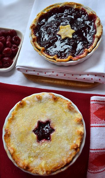 Cherry Pie Recipe Using Canned Filling  Ingredients 1 pie crust 3-4 cups cups canned cherry pie filling 2 tablespoons butter Instructions Pour filling into pastry lined pie pans. Dot with butter. Cover with top crust which has slits cut in it. Brush top crust lightly with water and sprinkle with sugar. Bake in hot oven 425* 35 to 45 minutes.