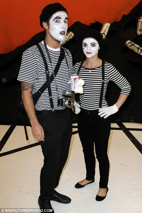 mime costume for HALLOWEEN 2011 with my 4 friends :D !!