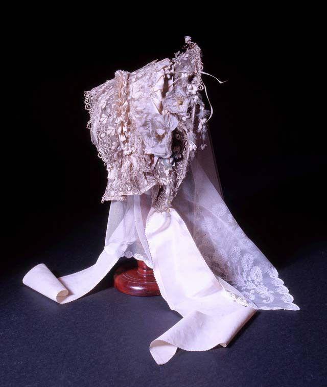 シャーロット・ブロンテの結婚式のボンネットとベール