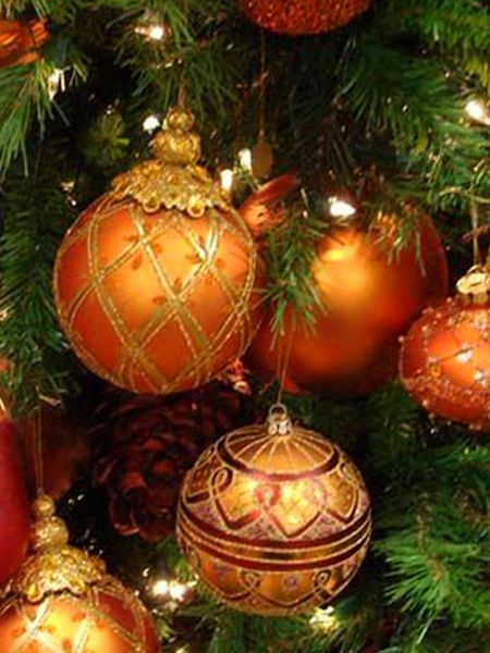 Beautiful orange christmas ornaments...