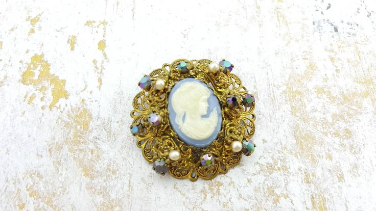 Pretty West Germany Glass Cameo Brooch Mint condition Blue Fine Detail Pin Victorian