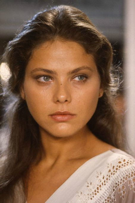Ornella Muti es una actriz italiana. De padre napolitano y madre estonia. Tiene una hermana mayor, Claudia.Aún adolescente, en 1970, estrenó La esposa más hermosa (La Moglie più Bella). Ha trabajado principalmente en películas italianas de corte picaresco, si bien debutó en Estados Unidos en 1980 en Flash Gordon