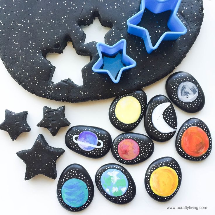 Gorgeous sparkly play dough and story stones from A Crafty LIVing.