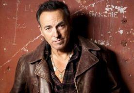 7-Nov-2014 11:32 - BIJ BRUCE SPRINGSTEEN THUIS LASAGNE ETEN. Tijdens een veiling werd 300.000 dollar betaald voor een bord lasagne. Dat is een dure ovenschotel! Maar dan zit je wel met the one and only Bruce Springsteen aan tafel. Foto: Hans-Peter van Velthoven De Amerikaanse zanger deed (5 november) mee aan een veiling voor het goede doel in New York. Wat hij aanbood? Een ritje in de zijspan van zijn motor, een uur gitaarles én een etentje bij hem thuis. Wat op het menu staat is ook al...
