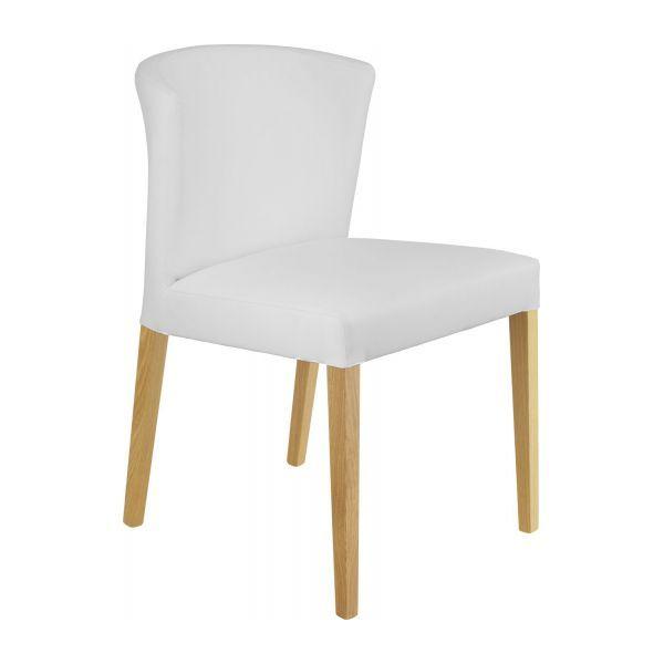Chaise en cuir blanc et pieds en chêne