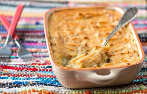 Lihaperunasoselaatikko on ihanaa syysruokaa. Tarjoa seuraksi puolukkahilloa tai porkkanaraastetta.