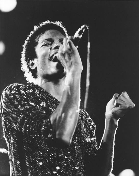 Michael Jackson http://www.vogue.fr/culture/a-ecouter/diaporama/la-playlist-des-twins/18931/image/1004189#!la-playlist-des-twins-michael-jackson