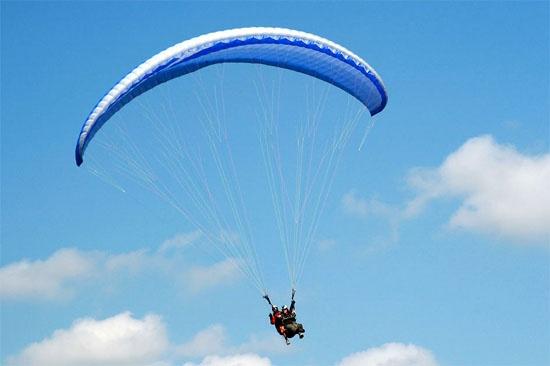 http://www.rajzazitku.cz/7-zazitky-ve-vzduchu/400-tandem-paragliding.htm