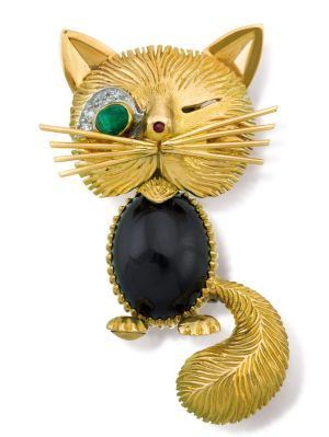 Lot 117: 18ct gold, emerald, ruby and onyx Chat Malicieux brooch