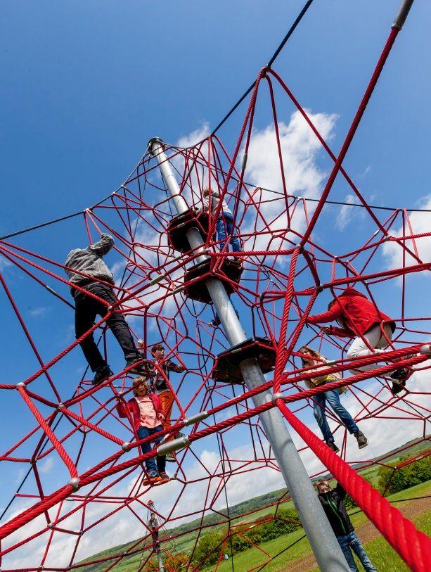 "HUCK ""SPIDER"" Rope Net Pyramid, 6m high, Art. 5000-6-6. HUCK ""SPIDER"" Seilnetzpyramide, 6 m hoch, Art. 5000-6-6"