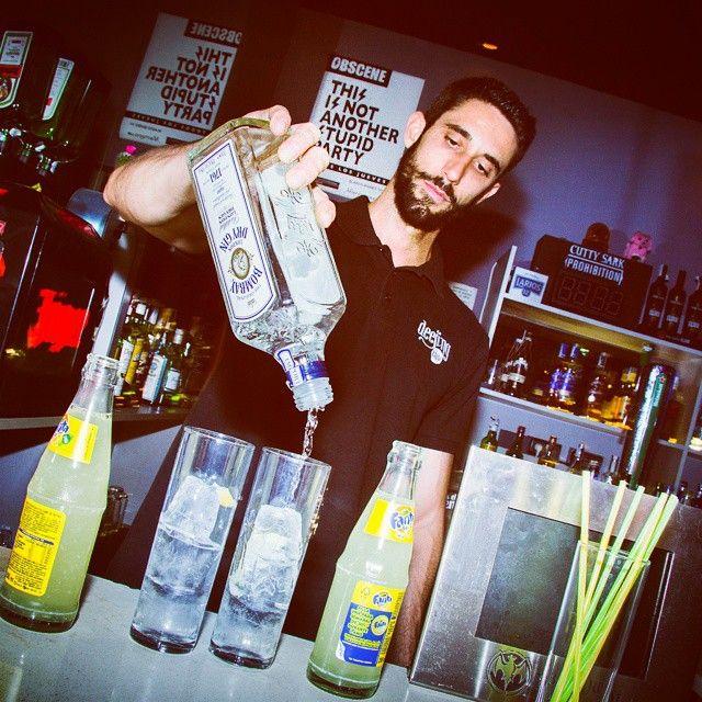 Feliz fin de semana a todos! Nosotros lo empezamos con el 2x1 hasta la 1:00 en #Deejingclub! Con Dj Murray esta noche  Pide tu vip con tu copa!  #preparty #murrayclub #Deejinclub #happyhour #valencia #planazo #fiesta #vip #rock