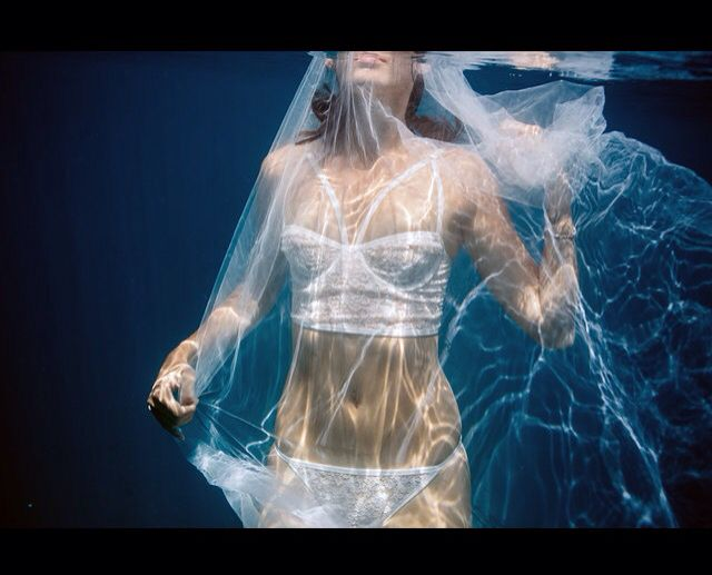 Underwater Bridal Lingerie Wedding Pictures LingerieLonely Photographer Leezette Photography