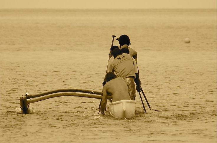 Stand up outrigger canoeing - www.kanuculture.com