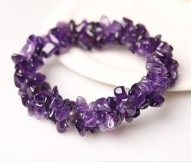 Deze armband is gemaakt met split van paarse amethist en elastiek. Hierdoor past vrijwel iedereen deze mooie armband.