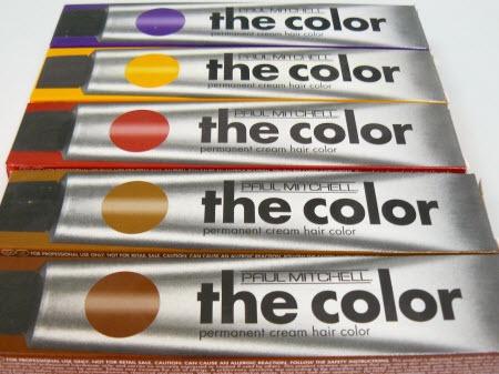 The Color de Paul Mitchell es un tinte permanente , bajo contenido en amoniaco (no pica, por ejemplo), y se puede utilizar también como parcialmente permanente o semipermanente. Para nosotros peluqueros es una herramienta bastante completa en cuanto a tonalidades, que a su vez se pueden duplicar en cuanto nosotros empezamos a entremezclar colores (y esto me encanta).Su base de cera de abeja junto al bajo contenido en amoniaco, dan un resultado saludable, acondicionado, y lo mas importante…