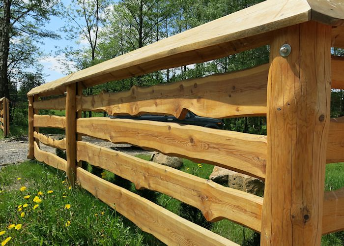 Detail provedení modřínového plotu