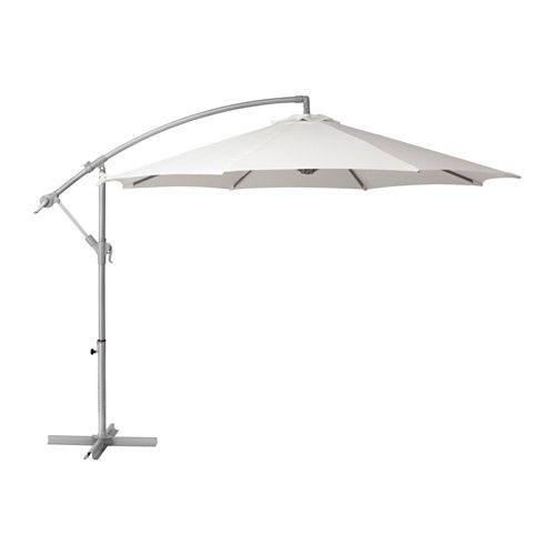 IKEA - BAGGÖN, Parasol déporté, , Ce tissu constitue une bonne protection contre les rayons ultraviolets du soleil car il affiche un facteur de protection UPF (Ultraviolet  Protection Factor) de 15+, ce qui signifie qu'il filtre près de 93% des rayons ultraviolets.La manivelle facilite l'ouverture et la fermeture du parasol.Le trou d'aération réduit la pression du vent et permet à la chaleur de circuler.La bande auto agrippante permet de maintenir en place la toile repliée.