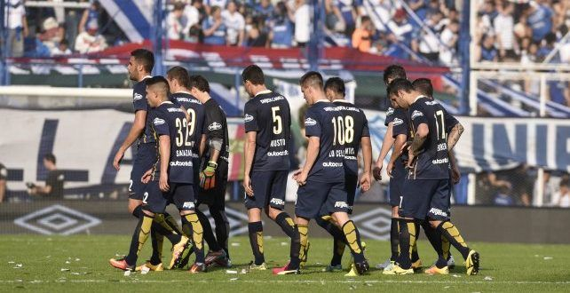 Central pagó sus errores con una durísima derrota en manos de Vélez por 2-0 –…