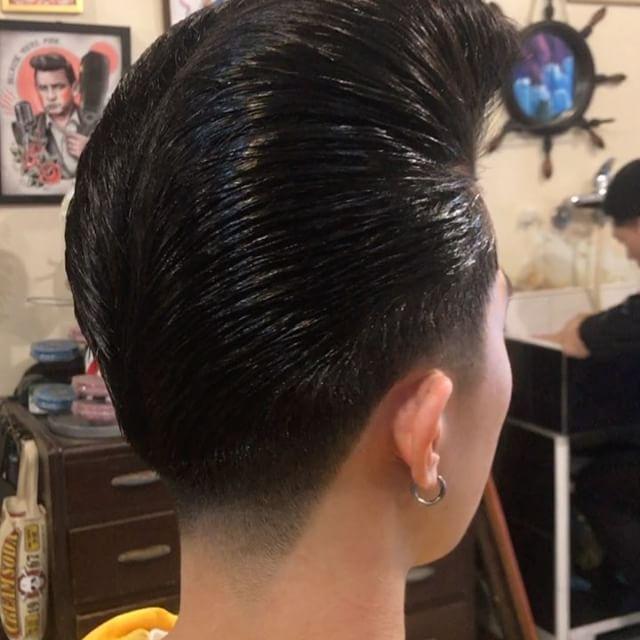Cool cats style  #pompadour #ducktail #coolcatsbarbershop #barber #pomade #reuzel #taiwan #top10barbers #oldschoolbarber #taipei #taipeibarber #oldschool #motorcycle #rockabilly #hotrods #wahl #rocknroll #therocktigers #酷貓理髮廳 #油頭 #不良
