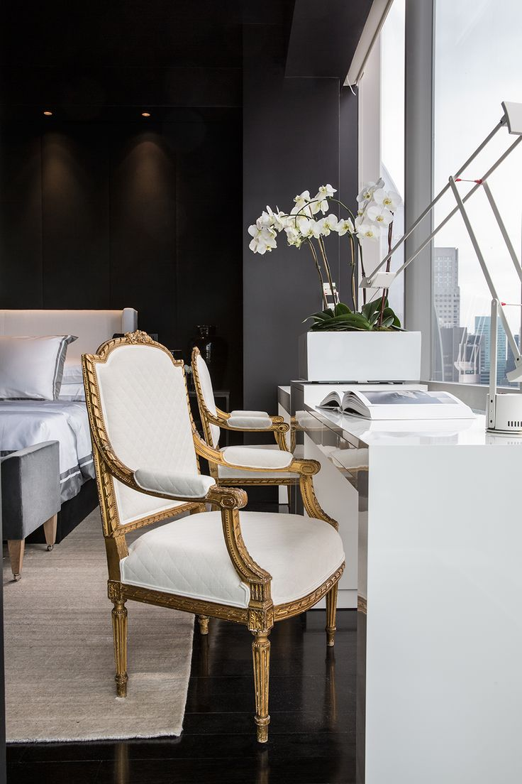 Love the marrying of classic touches with modern structure. One 57 | Michael Dawkins Home