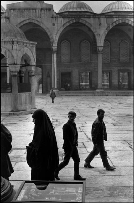 Abbas. TURKEY. Witness to the splendor of Islam in Turkey, the Blue Mosque in Istanbul. 1988