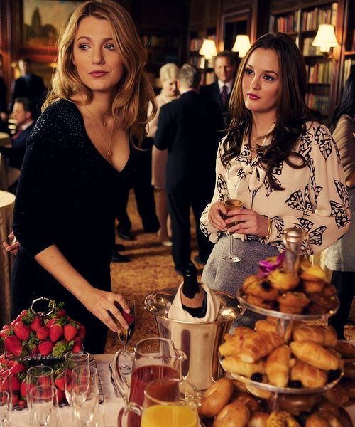 13 Ways To Make Sure You're The Most Hated Girl At Brunch