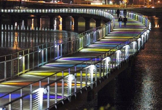 After the sun sets, the Gray's Lake bridge dons a technicolor dream coat. A Des Moines must-see! #Iowa #Grays_Lake