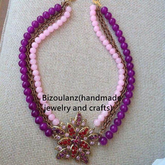 Purple flower statement necklace. #statementnecklace#purple#stone#beads#rhinestone#flower#handmade#handmadejewelry#chain#bizoulanz#χειροποίητο#κόσμημα#χάντρες#λουλούδι#