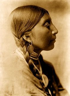 Wishham Indian Woman. Photo-Edward Curtis.  #Native Americans