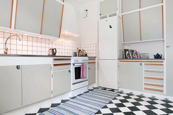 Hur hitta den perfekta ljusgrå färgen till köksluckorna? Som inte blir blå, grön…