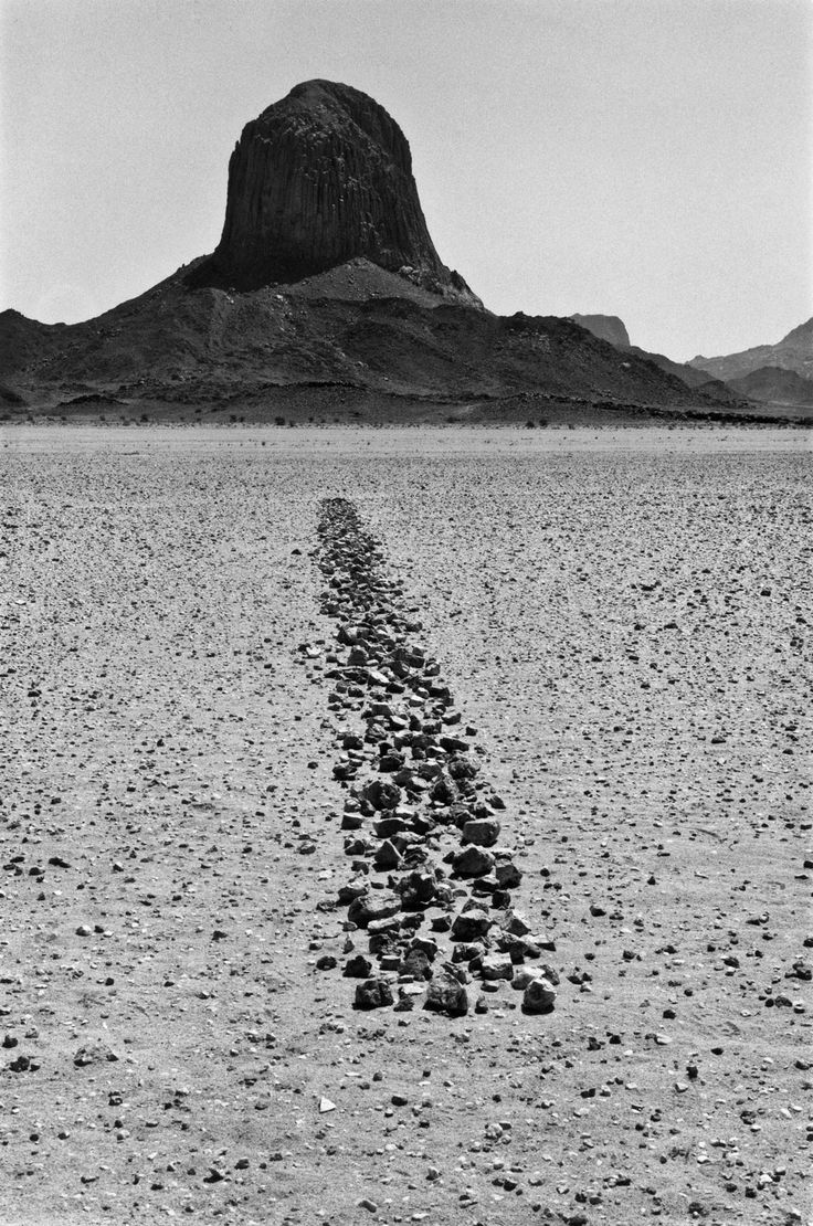 Photo Richard Long, Sahara line, 1988