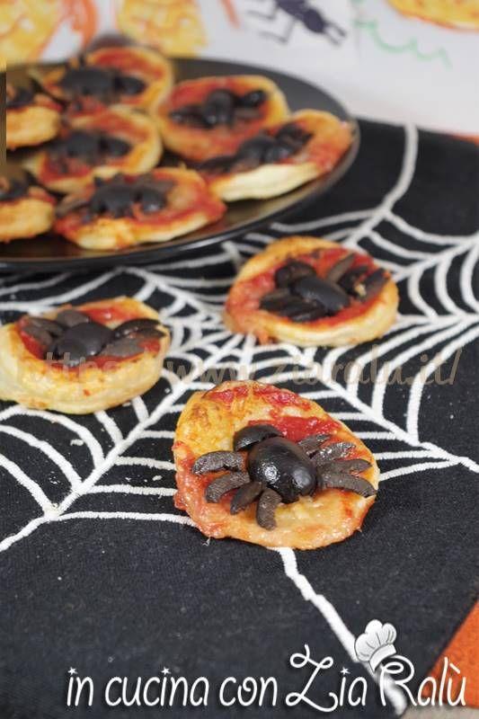 Pizzette ragno - Simpatico antipasto per Halloween Ingredienti per ...