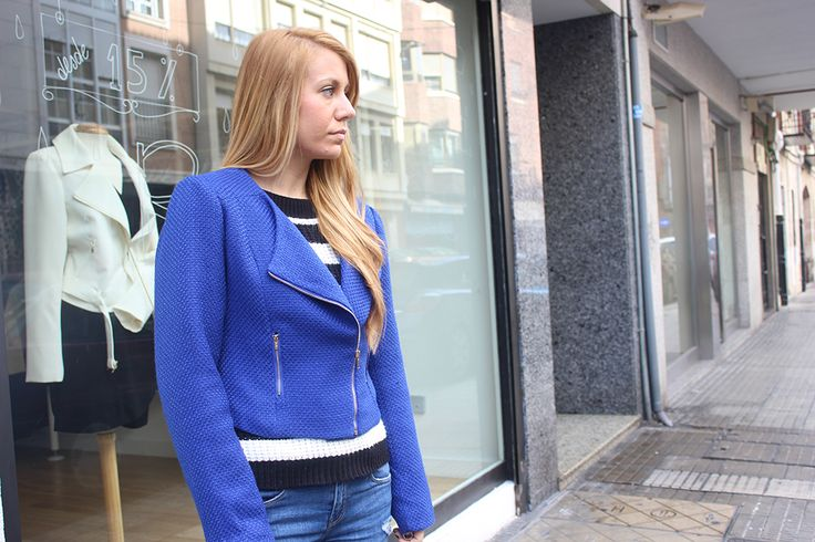 Combina tu CHAQUETA MOTERA klein con rayas y jeans!  CHAQUETA KLEIN > http://www.colettemoda.com/producto/chaqueta-motera-klein/