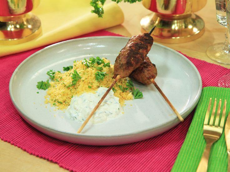 Kebabspett med couscous och äppel- och myntatzatziki | Recept.nu