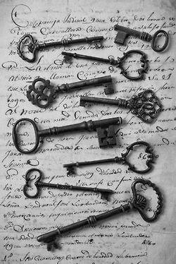 I love old keys. I want my house to have old key locks.
