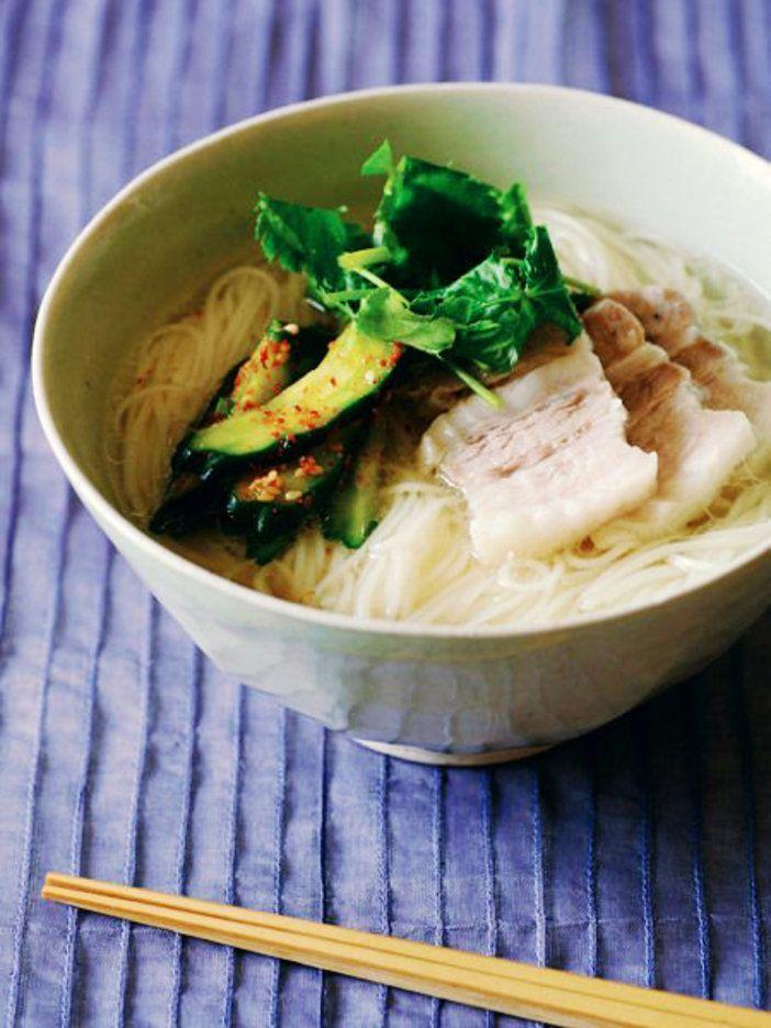 豚の旨みがたっぷり。シンプルだけど極上の麺|『ELLE a table』はおしゃれで簡単なレシピが満載!