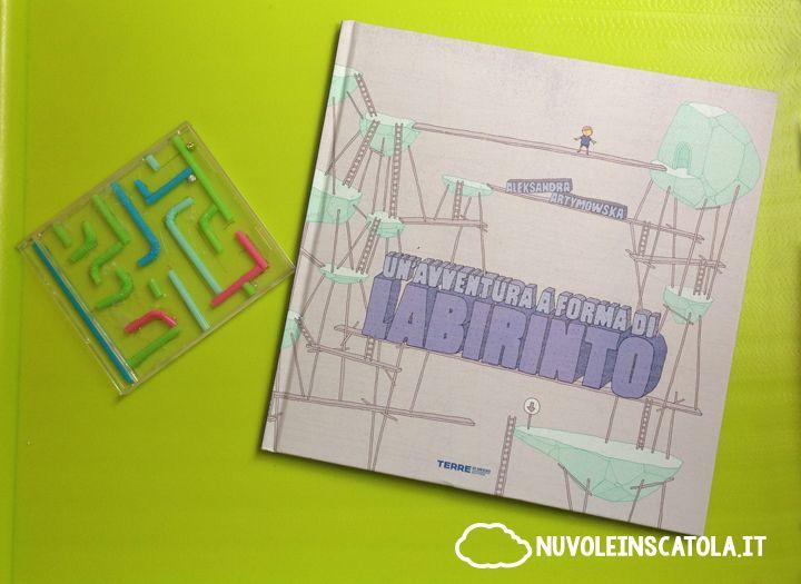 """Un libro di labirinti che è anche un silent book, e il tutorial per costruire un """"labirinto perpetuo"""" con cui giocare."""