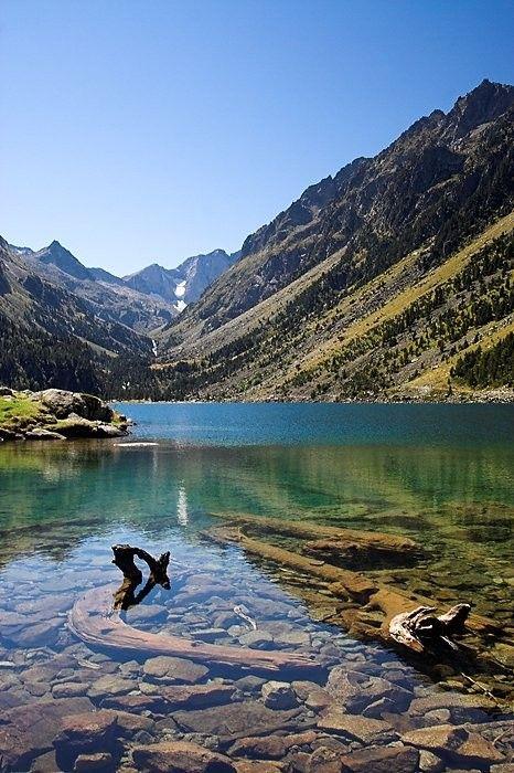 Lac de Gaube dans les Pyrénées. Superbe randonnée facile depuis le Pont d'Espagne au dessus de Cauterets. #Pyrénées #randonnée #montagne #lac #France
