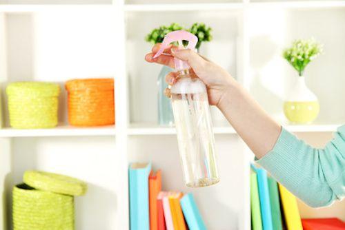 Comment faire un détachant express ? Vous venez de tacher votre tapis ou vos tissus ? Pas de panique ! Ce détachant express écologique permet d'éliminer les taches. L'eau de Seltz va empêcher la tache de pénétrer dans le tissu.