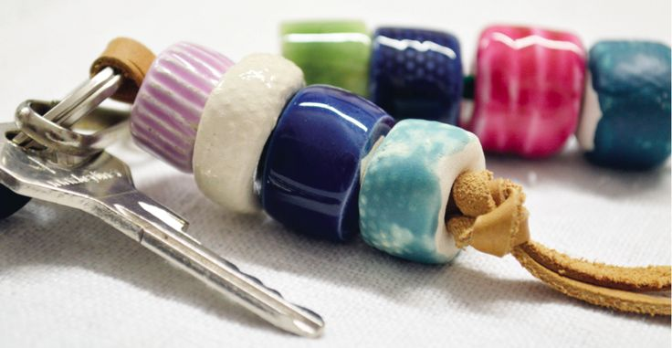 Portachivi in ceramica, design by Atelier Daniela Levera ceramic key ring Porta llaves de ceramica
