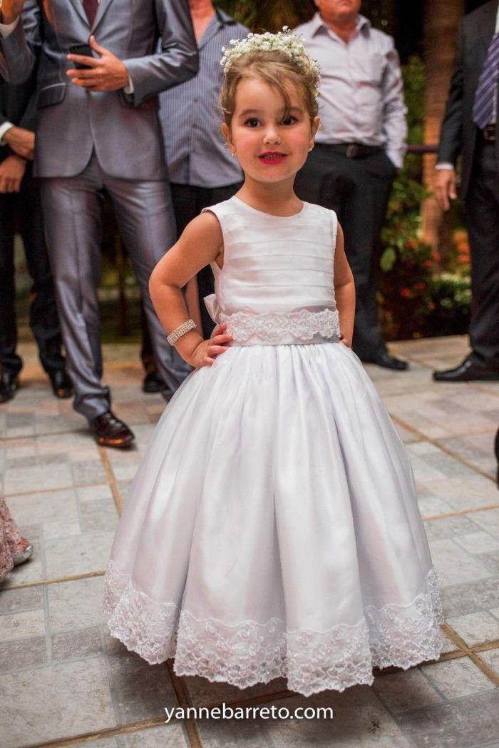#daminha #flowergirl Acesse http://noivadeevase.com/casamentos-reais-fernanda-e-thiago/