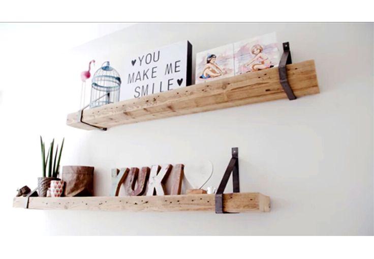 Passend bij al onze meubels van oude houten balken zijn deze prachtige wandplanken met stalen dragers! Deze robuuste planken met de industriële stalen dragers staan in iedere ruimte en in ieder interieur.