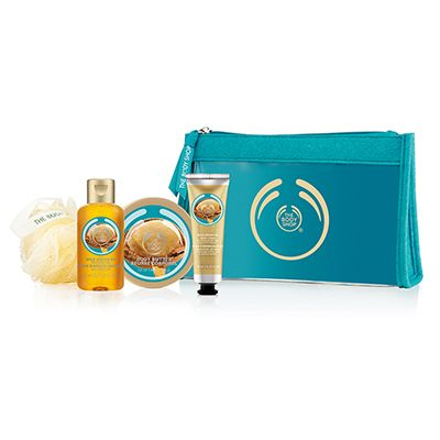 Make someone feel beautiful from head to toe. Filled with precious argan treats, this sweet set makes for an ideal gift. With organic Community Fair Trade argan oil from Morocco. Wild Argan Oil Shower Gel 60ml Wild Argan Oil Body Butter 50ml Wild Argan Oil Hand Cream 30ml Cream Mini Bath Lily