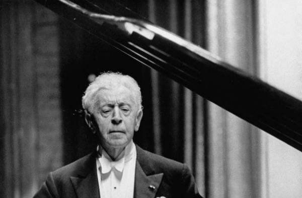 http://pianos-angers.fr/wp-content/uploads/2015/07/Arthur-Rubinstein.jpg