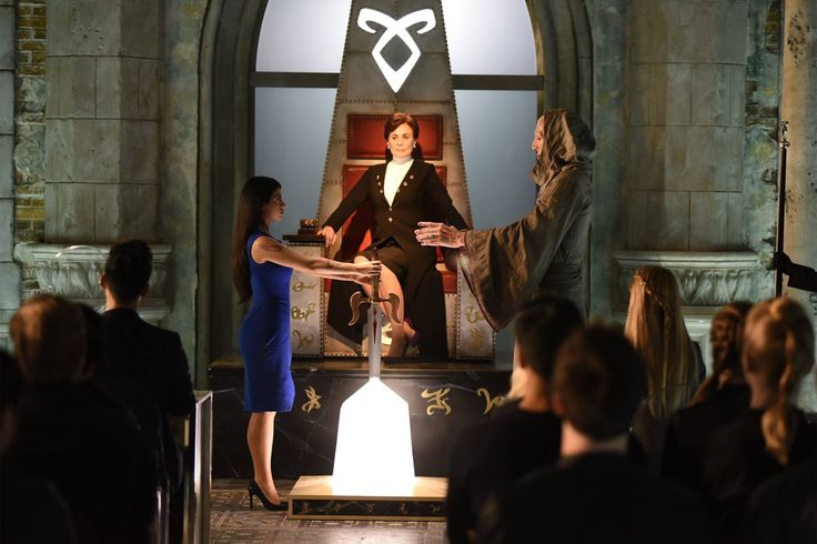 """#Shadowhunters 1x11 """"Blood Calls to Blood"""" - Izzy, Imogen (star, Mimi Kuzyk) and Brother Jeremiah (star, Stephen R. Hart)"""