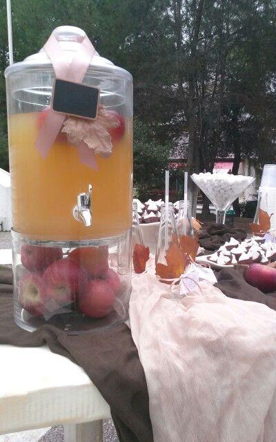 Χυμος μηλου dessert table