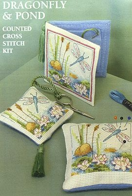 Free Cross-stitch Dragonfly chart... link for the pattern: http://osmeuslavores56.blogspot.it/2010/07/conjunto-super-amoroso-para-os-nossos.html