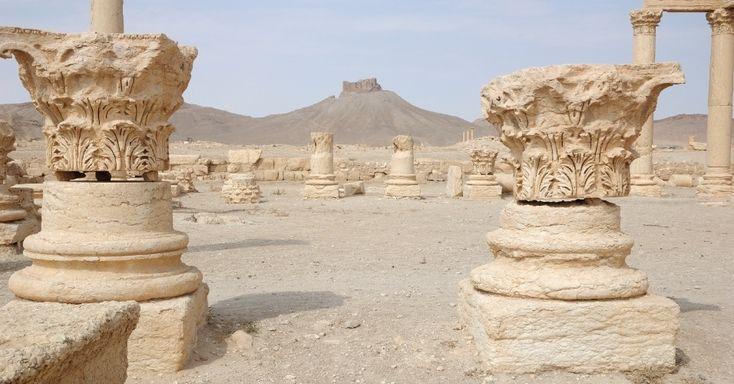 Estruturas que serviram de base para sustentar colunas na antiga cidade de Palmira, na Síria, ainda funcionam como marcos para que os visitantes possam se localizar. A cidade sofreu grande influência das culturas greco-romana e persa, que ajudaram a produzir objetos de arte e arquitetura notáveis